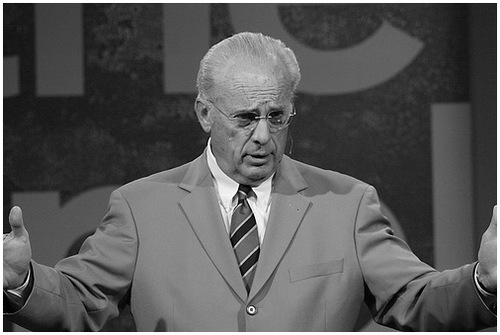 John MacArthur Withdraws Endorsement of Greg Laurie's Harvest Crusade